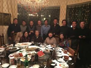 高中81届高二8班同学和数学老师金烨祥和化学盛稚琪老师于2016年1月3日聚会合影