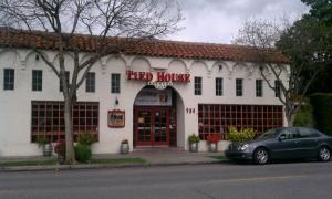 2017年硅谷校友11月16日聚会在山景城(Mountain View)的Tied House啤酒屋举行